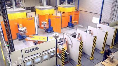 Połączony system robotów z inteligentnym rozwiązaniem transportowym w LTI Metalltechnik